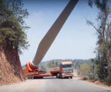 Incrível!!! Caminhões transportam lâminas de turbina eólica na China